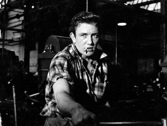 Albert Finney as Arthur Seaton